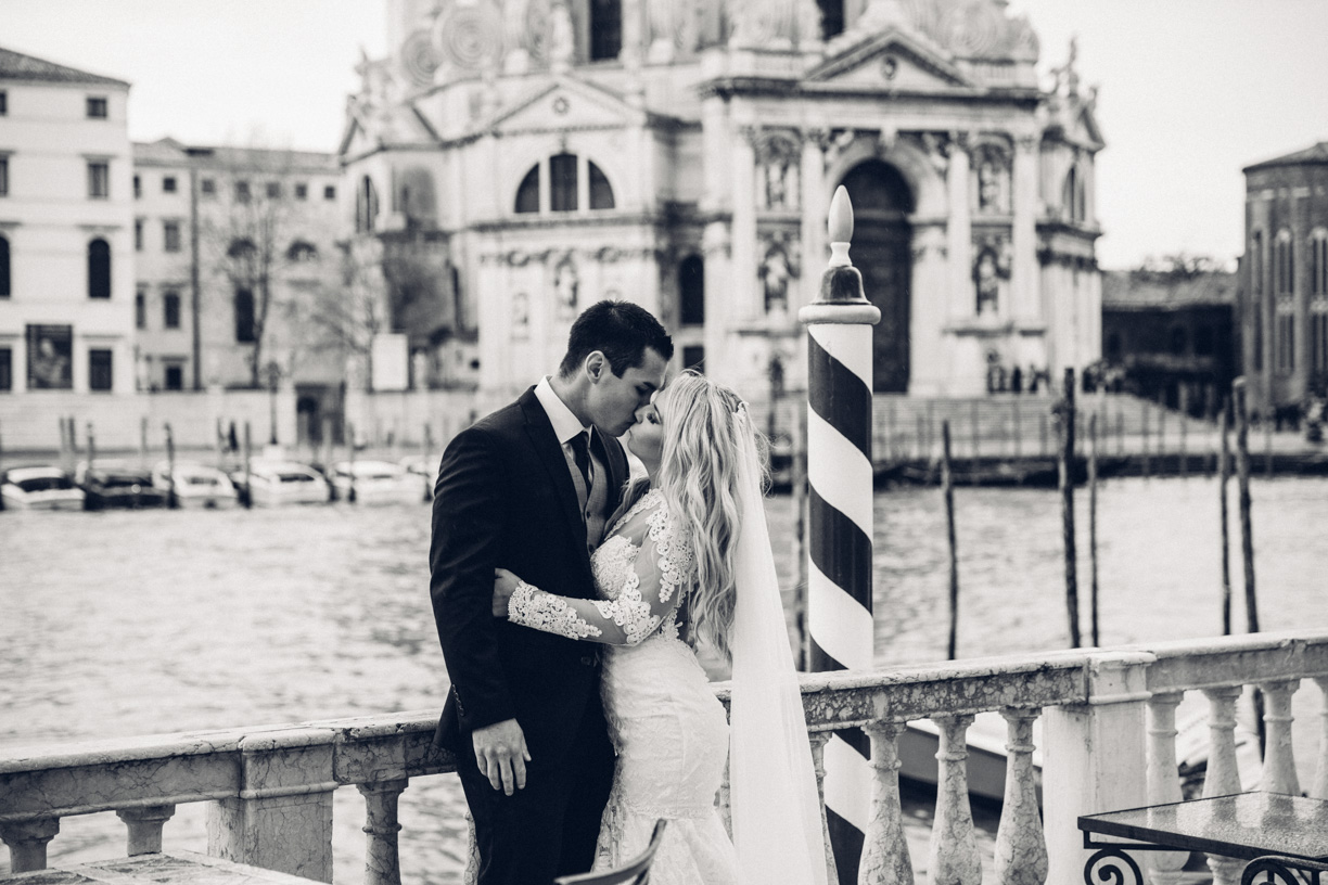 An emotional Elopement Wedding Venice Italy at Palazzo Nani Bernardo with a lovely American couple.Wedding Photographer Venice.