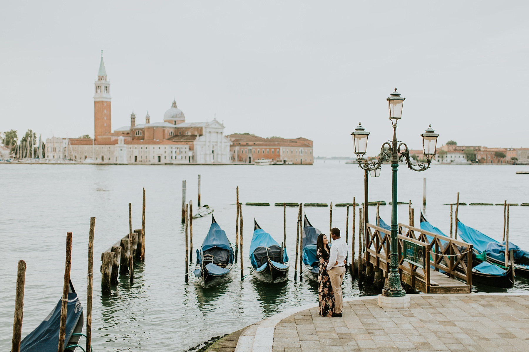 Honeymoon photo session in Venice with san Giorgio island